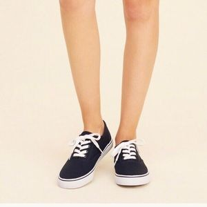 Hollister Navy blue sneaker new in box unisex
